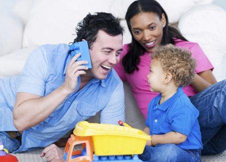 רוצים לסייע לילד שלכם לפתח מיומנויות למידה? תנו לו לשחק באוכל